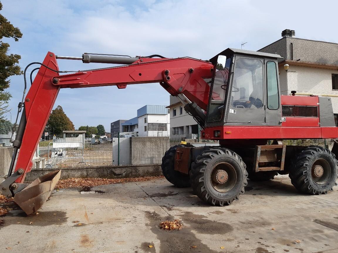 Escavatore gommato SOLMEC E12